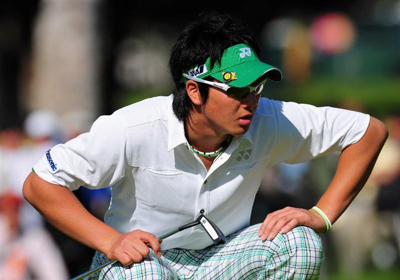 PACIFIC PALISADES, CA - FEBRUARY 20:  Ryo Ishikawa of Japan lines up his putt on the 12th hole during the second round of the Northern Trust Open at the Riviera Country Club February 20, 2009 in Pacific Palisades, California.  (Photo by Stuart Franklin/Getty Images)