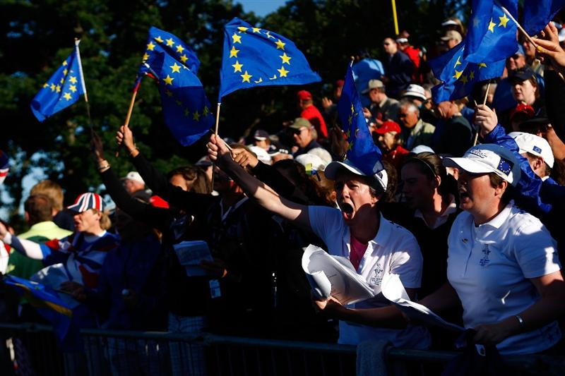 SUGAR GROVE, IL - AUGUST 22:  European Team fans show their support on the first tee during the saturday morning fourball matches at the 2009 Solheim Cup at Rich Harvest Farms on August 22, 2009 in Sugar Grove, Illinois.  (Photo by Scott Halleran/Getty Images)