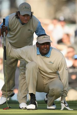 SAN FRANCISCO - OCTOBER 09:  Vijay Singh and Tin Clark of the International Team line up a putt on the 18th green during the Day Two Fourball Matches of The Presidents Cup at Harding Park Golf Course on October 9, 2009 in San Francisco, California.  (Photo by Warren Little/Getty Images)
