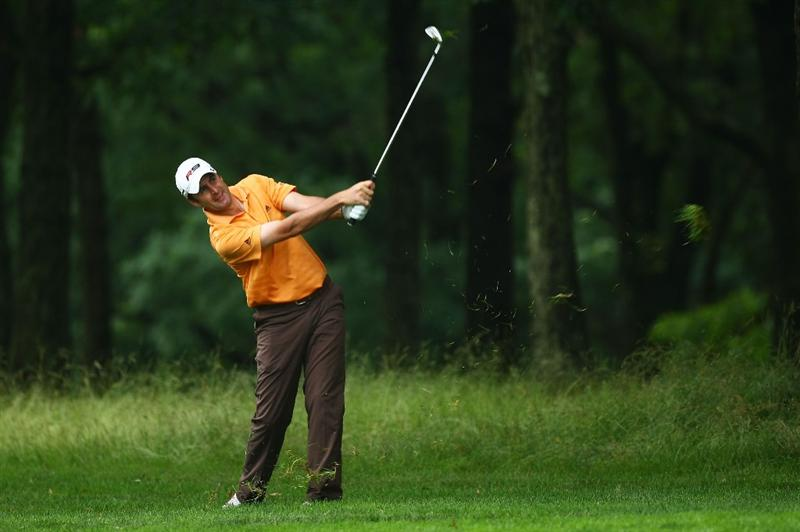 FARMINGDALE, NY - JUNE 19:  Richard Bland of England plays a shot during the continuation of the first round of the 109th U.S. Open on the Black Course at Bethpage State Park on June 19, 2009 in Farmingdale, New York.  (Photo by Chris McGrath/Getty Images)
