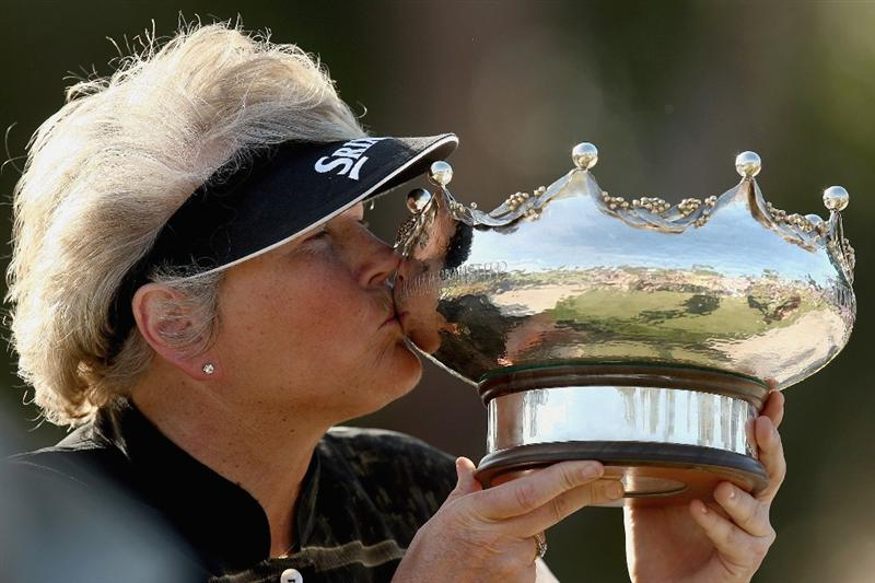 MELBOURNE, AUSTRALIA - FEBRUARY 15:  Laura Davies of England kisses the trophy after winning the 2009 Women's Australian Open held at the Metropolitan Golf Club on February 15, 2009 in Melbourne, Australia.  (Photo by Quinn Rooney/Getty Images)
