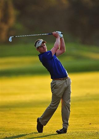 PACIFIC PALISADES, CA - FEBRUARY 20:  Luke Donald of England plays his approach shot on the eighth hole during the second round of the Northern Trust Open at the Riviera Country Club February 20, 2009 in Pacific Palisades, California.  (Photo by Stuart Franklin/Getty Images)