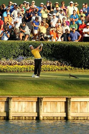PONTE VEDRA BEACH, FL - MAY 15:  David Toms hits his tee shot on the 17th hole during the final round of THE PLAYERS Championship held at THE PLAYERS Stadium course at TPC Sawgrass on May 15, 2011 in Ponte Vedra Beach, Florida.  (Photo by Mike Ehrmann/Getty Images)