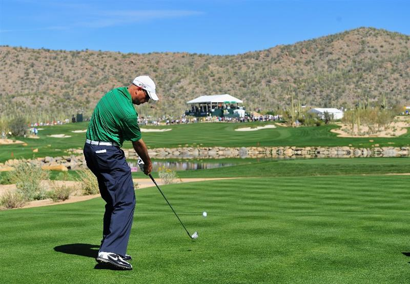 MARANA, AZ - FEBRUARY 27:  Stewart Cink of USA plays his tee shot on the fourth hole during the third round of Accenture Match Play Championships at Ritz - Carlton Golf Club at Dove Mountain on February 27, 2009 in Marana, Arizona.  (Photo by Stuart Franklin/Getty Images)