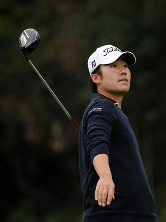PACIFIC PALISADES, CA - FEBRUARY 19:  Kevin Na reacts to his tee shot on the 17th hole during the third round of the Northern Trust Open at the Riviera Contry Club on February 19, 2011 in Pacific Palisades, California.  (Photo by Harry How/Getty Images)