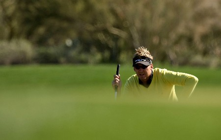 MARANA, AZ - FEBRUARY 21:  Ian Poulter of England lines up a putt on the fourth hole during the second round matches of the WGC-Accenture Match Play Championship at The Gallery at Dove Mountain February 21, 2008 in Marana, Arizona.  (Photo by Stephen Dunn/Getty Images)