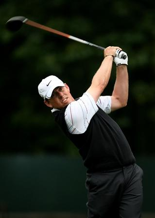FARMINGDALE, NY - JUNE 19:  Justin Leonard hits his tee shot on the ninth hole during the continuation of the first round of the 109th U.S. Open on the Black Course at Bethpage State Park on June 19, 2009 in Farmingdale, New York.  (Photo by Ross Kinnaird/Getty Images)