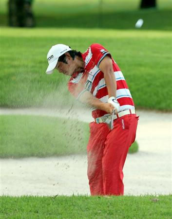 SINGAPORE - NOVEMBER 13: John Huh of South Korea hits a bunker shot on the 18th hole during the Third Round of the Barclays Singapore Open held at the Sentosa Golf Club on November 13, 2010 in Singapore, Singapore.  (Photo by Stanley Chou/Getty Images)