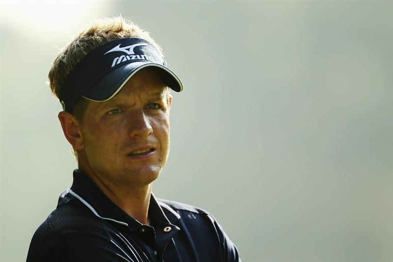 VIRGINIA WATER, ENGLAND - MAY 21:  Luke Donald of England prepares to play a tee shot during the second round of the BMW PGA Championship on the West Course at Wentworth on May 21, 2010 in Virginia Water, England.  (Photo by Ian Walton/Getty Images)