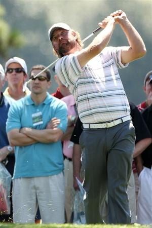 AUGUSTA, GA - APRIL 07:  Lucas Glover hits a shot on the first hole during the first round of the 2011 Masters Tournament at Augusta National Golf Club on April 7, 2011 in Augusta, Georgia.  (Photo by Andrew Redington/Getty Images)