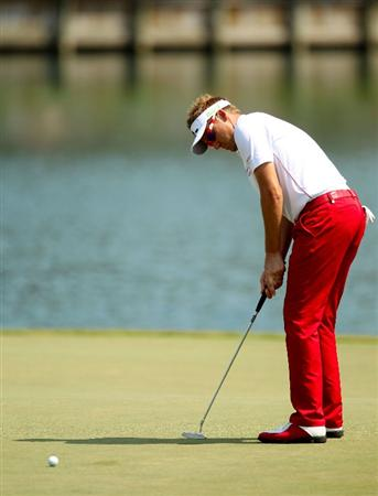 PONTE VEDRA BEACH, FL - MAY 12:  Ian Poulter of England putts on the 17th green during the first round of THE PLAYERS Championship held at THE PLAYERS Stadium course at TPC Sawgrass on May 12, 2011 in Ponte Vedra Beach, Florida.  (Photo by Mike Ehrmann/Getty Images)