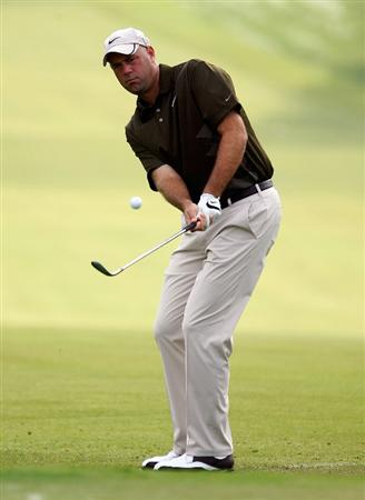 ATLANTA - SEPTEMBER 26:  Stewart Cink pitches to the first green during the third round of THE TOUR Championship presented by Coca-Cola, the final event of the PGA TOUR Playoffs for the FedEx Cup, at East Lake Golf Club on September 26, 2009 in Atlanta, Georgia.  (Photo by Scott Halleran/Getty Images)