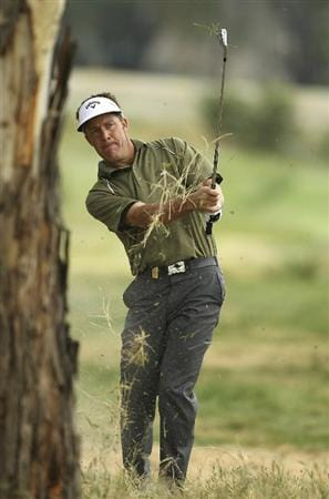 MELBOURNE, AUSTRALIA - NOVEMBER 11:  Stuart Appleby of Australia plays a shot during day one of the Australian Masters at The Victoria Golf Club on November 11, 2010 in Melbourne, Australia.  (Photo by Lucas Dawson/Getty Images)
