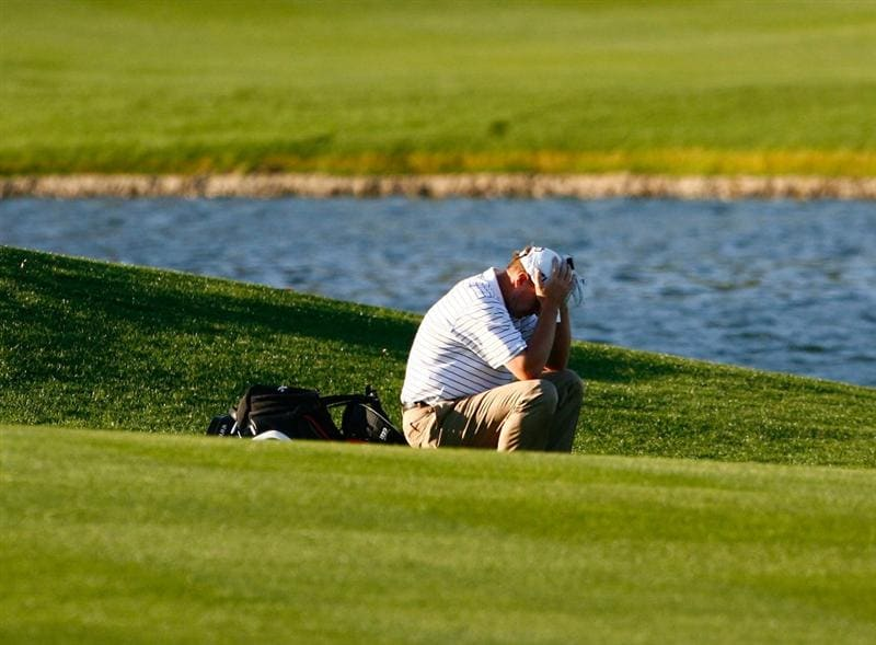 LA QUINTA, CA - JANUARY 25:  Steve Stricker puts his head down before hitting his second shot on the 18th hole during the final round of the Bob Hope Chrysler Classic at the Palmer Course at PGA West on January 25, 2009 in La Quinta, California.  (Photo by Jeff Gross/Getty Images)