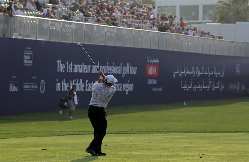 DUBAI, UNITED ARAB EMIRATES - FEBRUARY 10:  Mark O'Meara of the USA plays his third shot to the 18th hole during the first round of the 2011 Omega Dubai Desert Classic on the Majilis Course at the Emirates Golf Club on February 10, 2011 in Dubai, United Arab Emirates.  (Photo by David Cannon/Getty Images)