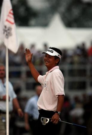 HONG KONG, CHINA - NOVEMBER 23:   Lin Wen-Tang of Chinese Taipie celebrates his winning putt on the second extra hole in the playoff during the final round of the UBS Hong Kong Open at the Hong Kong Golf Club on November 23, 2008 in Fanling, Hong Kong.  (Photo by Stuart Franklin/Getty Images)