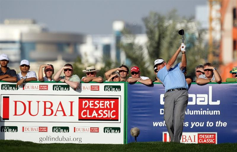 DUBAI, UNITED ARAB EMIRATES - JANUARY 30:  Colin Montgomerie of Scotland hits his tee shot to the 5th hole during the second round of the 2009 Dubai Desert Classic on the Majilis Course at the Emirates Golf Club on January 30, 2009 in Dubai, United Arab Emirates  (Photo by David Cannon/Getty Images)