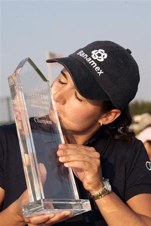 PRATTVILLE, AL - SEPTEMBER 28:   Lorena Ochoa of Mexico kisses her trophy after winning the Navistar LPGA Classic at the Robert Trent Jones Golf Trail at Capitol Hill on September 28, 2008 in Prattville, Alabama.  Ochoa beat Cristie Kerr and Candie Kung in a playoff. (Photo by Dave Martin/Getty Images)