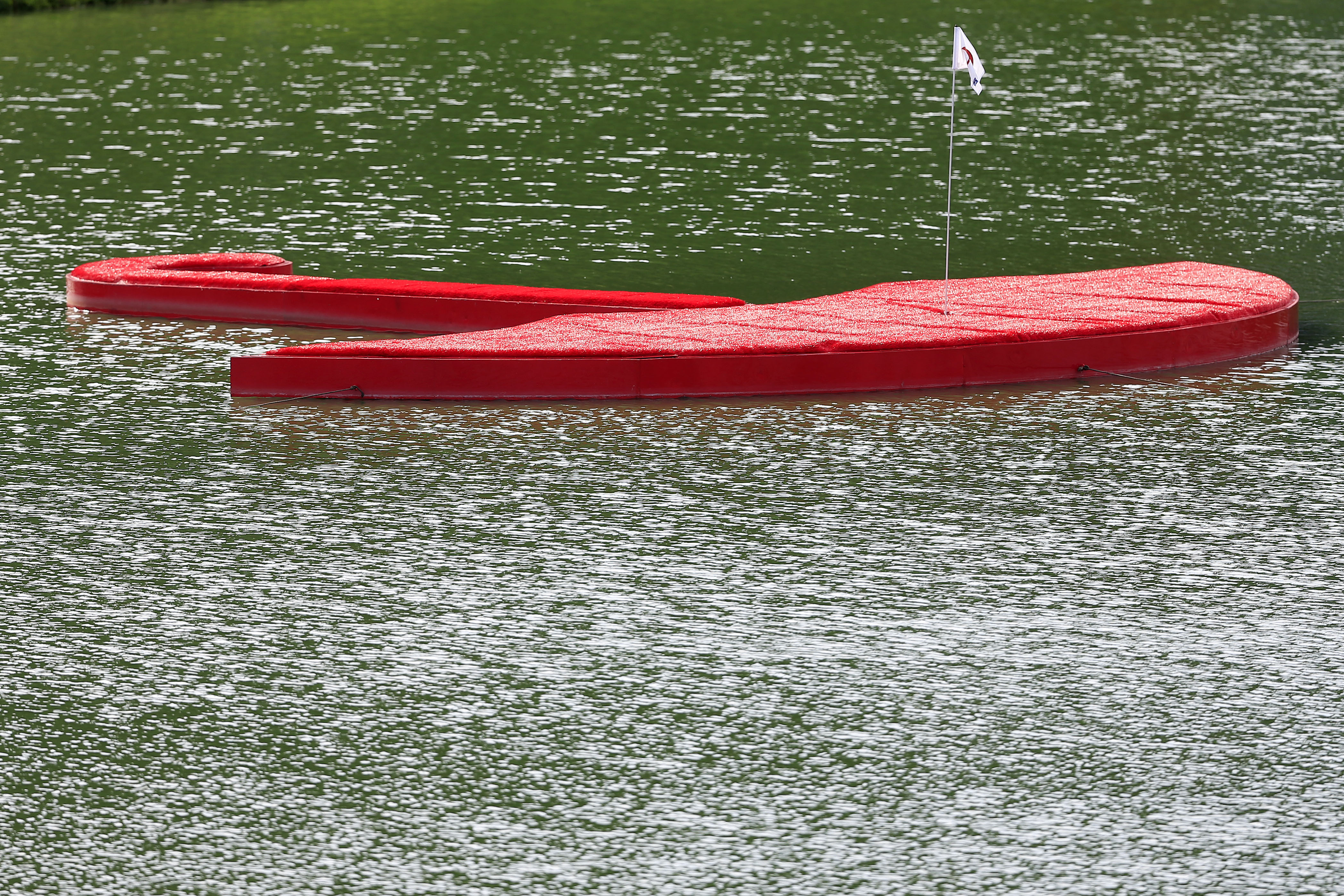 Hey, Pete Dye: Now THAT is an island green