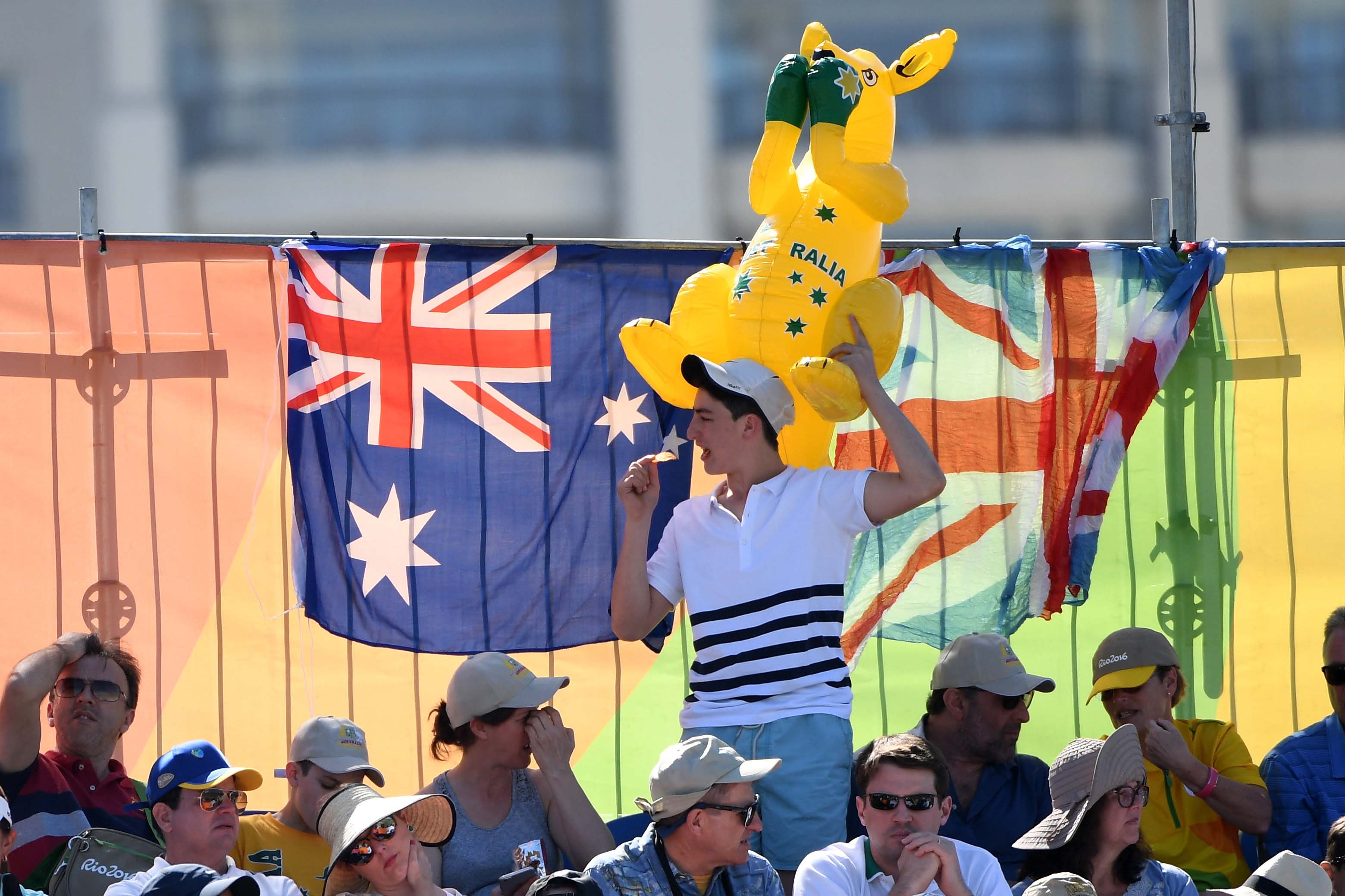 Tie me kangaroo down, Sport ...