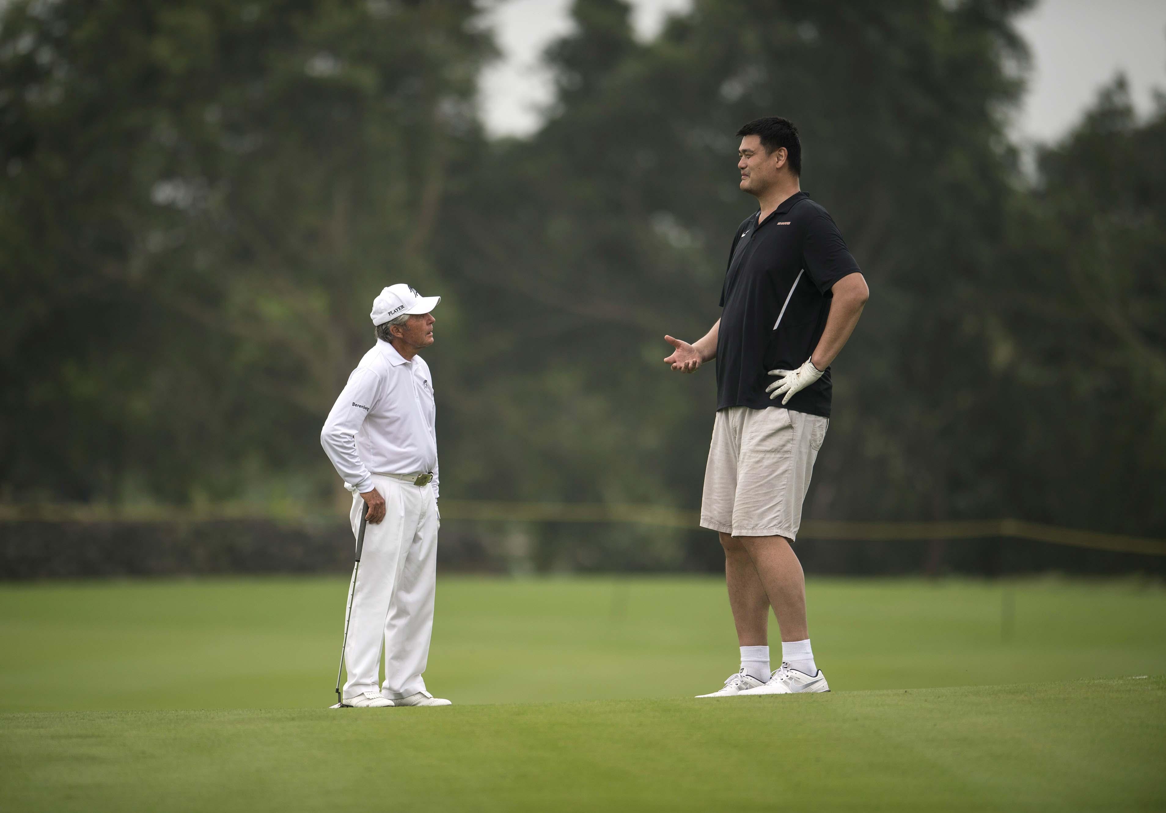Gary Player and Yao Ming