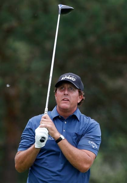 Mickelson forfeits nearly $1 million in SEC case