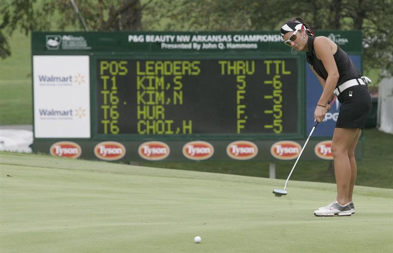 ROGERS, AR - SEPTEMBER 12:  Kim Welch watches her putt on the 18th green during second round play in the P&G Beauty NW Arkansas Championship at the Pinnacle Country Club on September 12, 2009 in Rogers, Arkansas.  (Photo by Dave Martin/Getty Images)