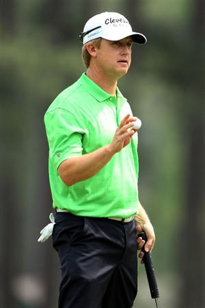 AUGUSTA, GA - APRIL 09:  David Toms waves to fans on the eighth hole green during the third round of the 2011 Masters Tournament at Augusta National Golf Club on April 9, 2011 in Augusta, Georgia.  (Photo by Andrew Redington/Getty Images)