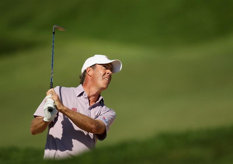 VILAMOURA, PORTUGAL - OCTOBER 17:  Richard Green of Australia pitches into the 7th green during the final round of the Portugal Masters at the Oceanico Victoria Golf Course on October 17, 2010 in Vilamoura, Portugal.  (Photo by Richard Heathcote/Getty Images)