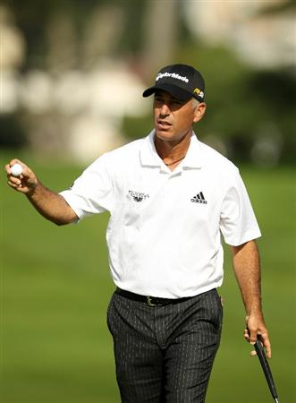 SAN FRANCISCO - NOVEMBER 05:  Corey Pavin waves to the crowd after making a putt on the 13th hole during round 2 of the Charles Schwab Cup Championship at Harding Park Golf Course on November 5, 2010 in San Francisco, California.  (Photo by Ezra Shaw/Getty Images)
