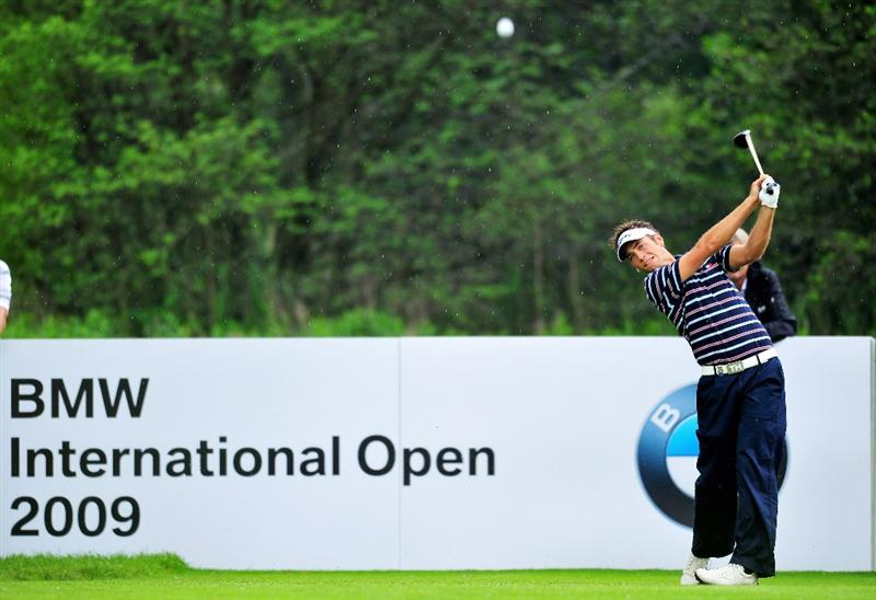MUNICH, GERMANY - JUNE 28:  Nick Dougherty of England plays his tee shot on the 18th hole during the final round of The BMW International Open Golf at The Munich North Eichenried Golf Club on June 28, 2009, in Munich, Germany.  (Photo by Stuart Franklin/Getty Images)