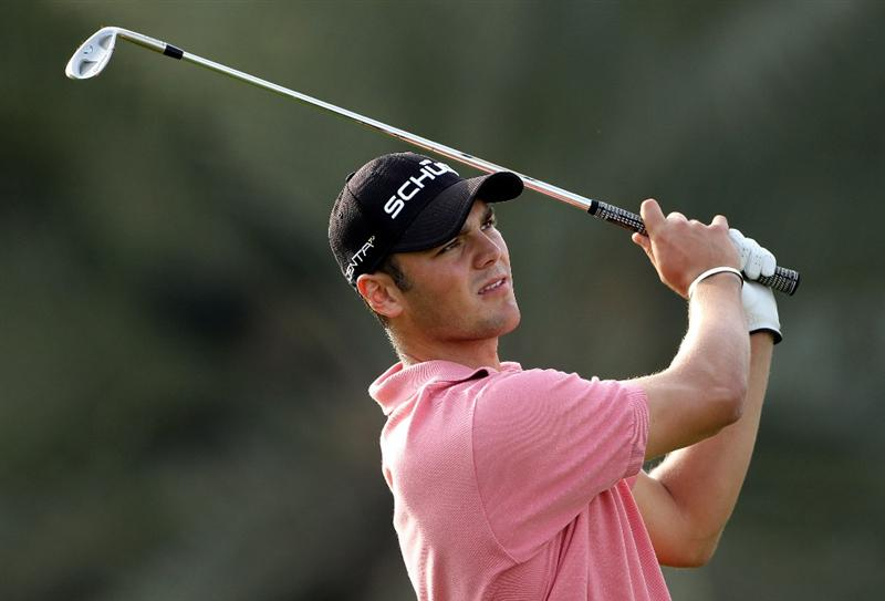 ABU DHABI, UNITED ARAB EMIRATES - JANUARY 23:  Martin Kaymer of Germany plays his third shot on the 18th hole during the third round of The Abu Dhabi Golf Championship at Abu Dhabi Golf Club on January 23, 2010 in Abu Dhabi, United Arab Emirates.  (Photo by Andrew Redington/Getty Images)