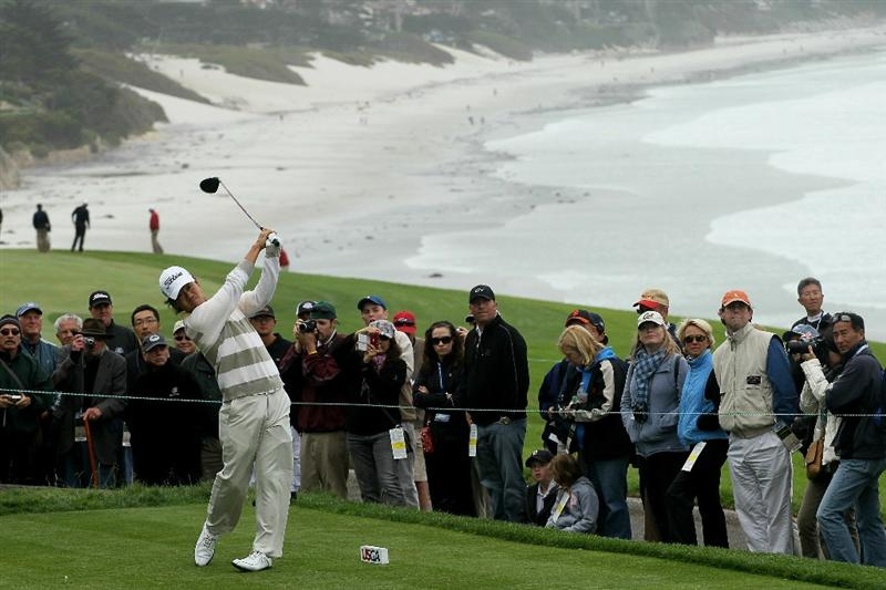 PEBBLE BEACH, CA - JUNE 15:  Kevin Na hits a tee shot in front of a gallery of patrons during a practice round prior to the start of the 110th U.S. Open at Pebble Beach Golf Links on June 15, 2010 in Pebble Beach, California.  (Photo by Stephen Dunn/Getty Images)