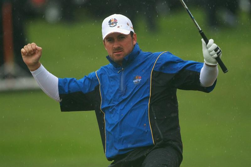 NEWPORT, WALES - OCTOBER 01:  Graeme McDowell of Europe celebrates a birdie putt on the fourth green during the Morning Fourball Matches during the 2010 Ryder Cup at the Celtic Manor Resort on October 1, 2010 in Newport, Wales.  (Photo by Andrew Redington/Getty Images)
