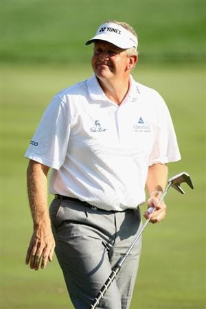 DUBAI, UNITED ARAB EMIRATES - JANUARY 31: Colin Montgomerie of Scotland on the par three 7th hole during the of third round of the Dubai Desert Classic played on the Majlis Course on January 31, 2009 in Dubai,United Arab Emirates.  (Photo by Ross Kinnaird/Getty Images)