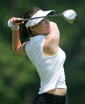 HAVRE DE GRACE, MD - JUNE 07: Shi Hyun Ahn of South Korea hits her tee shot on the par 4 18th hole during the first round of the McDonalds LPGA Championship at Bulle Rock golf course on June 7, 2007 in Havre de Grace, Maryland.  (Photo by Andy Lyons/Getty Images)