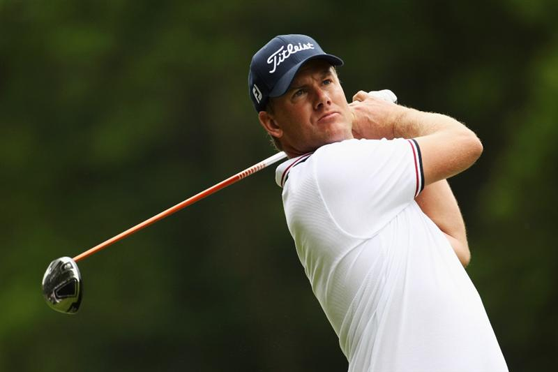 VIRGINIA WATER, ENGLAND - MAY 20:  Henrik Stenson of Sweden plays a tee shot during the first round of the BMW PGA Championship on the West Course at Wentworth on May 20, 2010 in Virginia Water, England.  (Photo by Ian Walton/Getty Images)