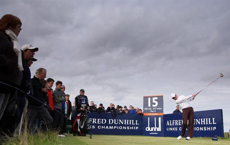 ST ANDREWS, SCOTLAND - OCTOBER 05:  Simon Dyson of England drives off the 15th tee during the final round of The Alfred Dunhill Links Championship at The Old Course on October 5, 2009 in St.Andrews, Scotland.  (Photo by David Cannon/Getty Images)