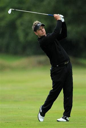 VIRGINIA WATER, ENGLAND - MAY 28:  Luke Donald of England hits an approach shot during the third round of the BMW PGA Championship at the Wentworth Club on May 28, 2011 in Virginia Water, England.  (Photo by David Cannon/Getty Images)