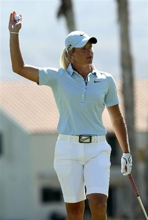 RANCHO MIRAGE, CA - APRIL 04:  Suzann Pettersen of Norway waves after making her final putt on the 18th hole during the final round of the Kraft Nabisco Championship at Mission Hills Country Club on April 4, 2010 in Rancho Mirage, California.  (Photo by Stephen Dunn/Getty Images)
