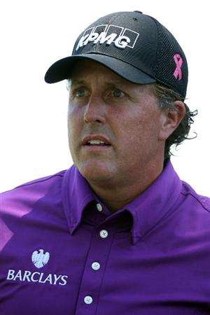 AUGUSTA, GA - APRIL 07:  Phil Mickelson walks to the first green during the first round of the 2011 Masters Tournament at Augusta National Golf Club on April 7, 2011 in Augusta, Georgia.  (Photo by Andrew Redington/Getty Images)
