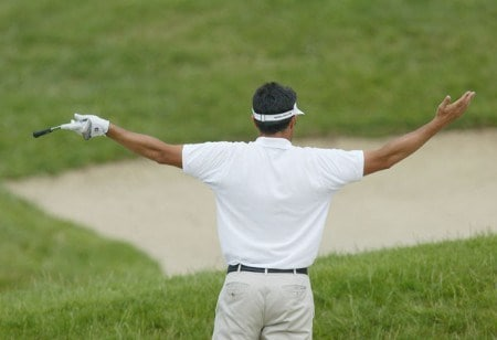 France's Jean Van de Velde reacts to his shot during the final round of the 2005 French Open as part of the European PGA circuit at St. Quentin near Paris, June 26, 2005.Photo by Alexanderk/WireImage.com