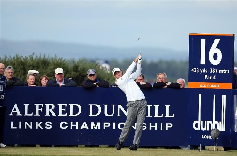 ST ANDREWS, SCOTLAND - OCTOBER 05:  Oliver Wilson of England plays off the 16th tee during the final round of The Alfred Dunhill Links Championship at The Old Course on October 5, 2009 in St.Andrews, Scotland.  (Photo by David Cannon/Getty Images)