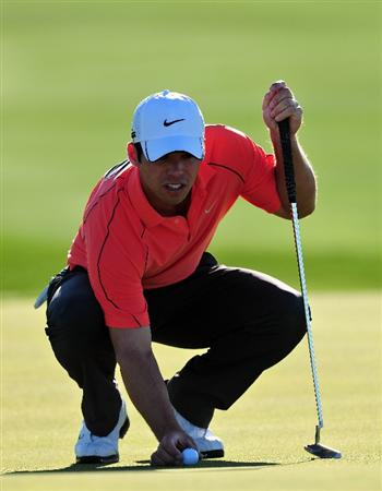 MARANA, AZ - FEBRUARY 28:  Paul Casey of England lines up his putt on the fifth hole during the quarter final round of Accenture Match Play Championships at Ritz - Carlton Golf Club at Dove Mountain on February 28, 2009 in Marana, Arizona.  (Photo by Stuart Franklin/Getty Images)