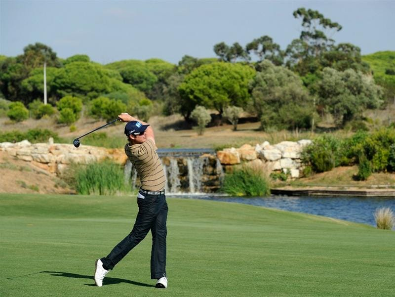 VILLAMOURA, PORTUGAL - OCTOBER 16:  Mikko Ilonen of Finland plays his approach shot on the seventh hole during the third round of the Portugal Masters at the Oceanico Victoria Golf Course on October 16, 2010 in Villamoura, Portugal.  (Photo by Stuart Franklin/Getty Images)