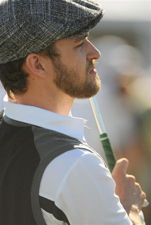LAS VEGAS- OCTOBER 15: Justin Timberlake warms up on the driving range during the Championship Pro-Am of the Justin Timberlake Shriners Hospitals for Children Open held at the TPC Summerlin on October 15, 2008 in Las Vegas, Nevada. (Photo by Marc Feldman\Getty Images)