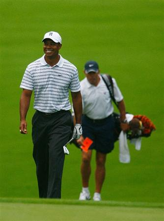 CHASKA, MN - AUGUST 10:  Tiger Woods walks to a green with his caddie Steve Williams during a practice round prior to the start of the 91st PGA Championship at the Hazeltine Golf Club on August 10, 2009 in Chaska, Minnesota.  (Photo by Scott Halleran/Getty Images)