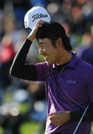PACIFIC PALISADES, CA - FEBRUARY 20:  Kevin Na celebrates his putt on the 18th hole during the final round of the Northern Trust Open at Riviera Country Club on February 20, 2011 in Pacific Palisades, California.  (Photo by Stuart Franklin/Getty Images)