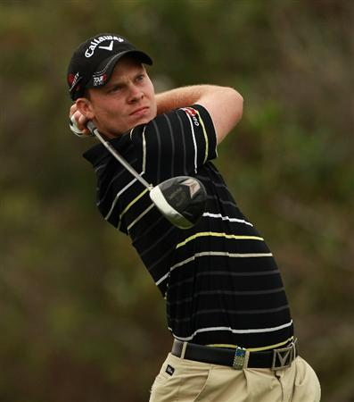 ABU DHABI, UNITED ARAB EMIRATES - JANUARY 21:  Danny Willett of England hits his tee-shot on the 16th hole during the second round of The Abu Dhabi HSBC Golf Championship at Abu Dhabi Golf Club on January 21, 2011 in Abu Dhabi, United Arab Emirates.  (Photo by Andrew Redington/Getty Images)