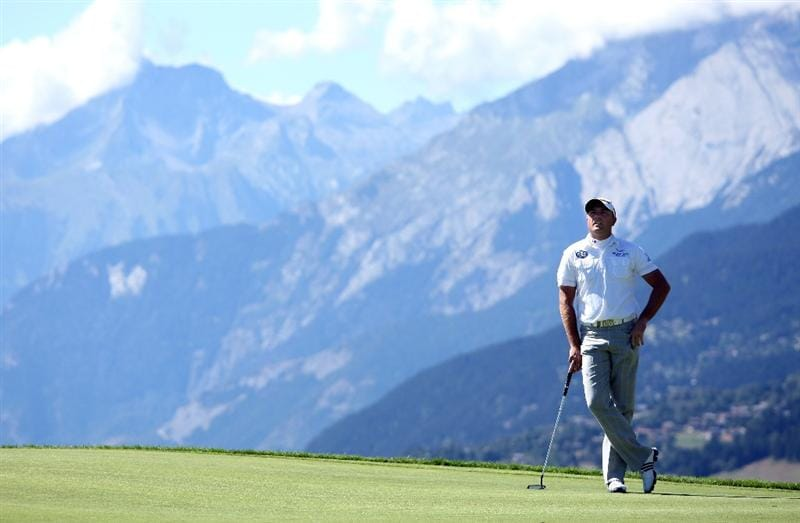 CRANS, SWITZERLAND - SEPTEMBER 05:  Graeme Storm of England waist to play on the seventh hole during the third round of The Omega European Masters at Crans-Sur-Sierre Golf Club on September 5, 2009 in Crans Montana, Switzerland.  (Photo by Andrew Redington/Getty Images)